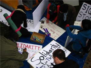 people make signs with markers