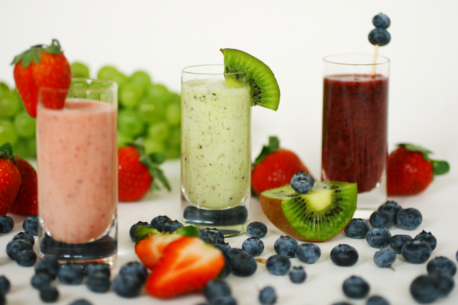 bigstock-Smoothies-With-Fresh-Fruits-2481047