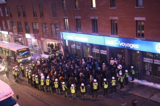 Protestors kettled Friday night photo Tim McSorley for Media Co-op