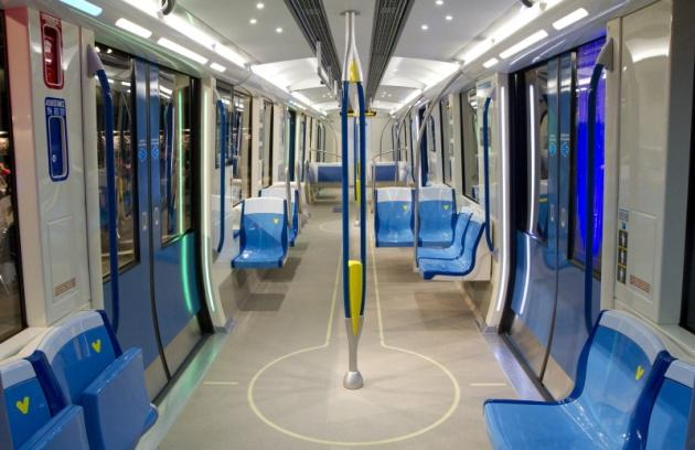 new montreal metro cars accordion style more room and a bunch of tvs and cameras forget the box. Black Bedroom Furniture Sets. Home Design Ideas