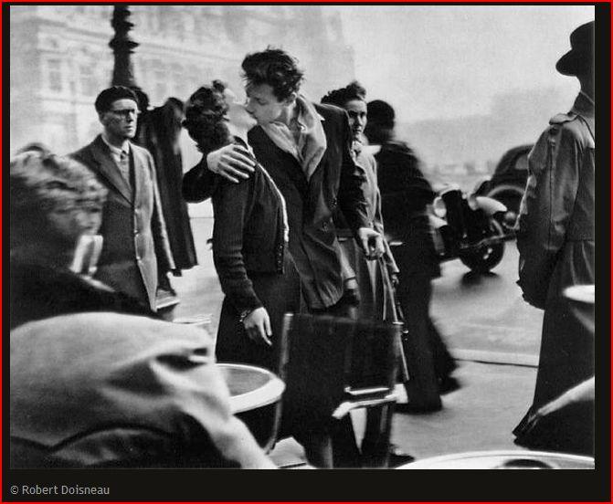 The-Kiss-by-the-Hotel-de-Ville-Robert-Doisneau