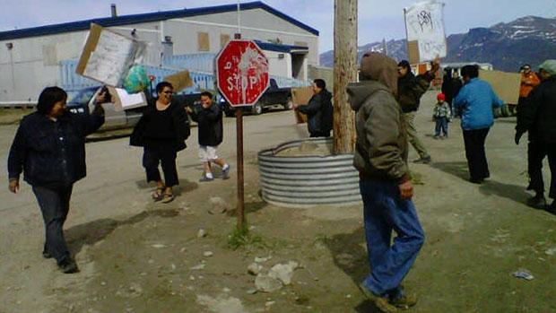 li-nunavut-food-protest-pangnirtung