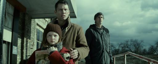 EXTINCTION-still6-Quinn-McColgan-Jeffrey-Donovan-Matthew-Fox-courtesy-Vertical-Entertainment